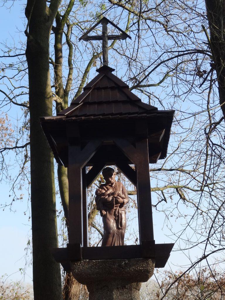 Kapliczka w Parku Ołtarzewskim