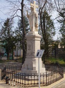 Kapliczka przydrożna z figurą Chrystusa Błogosławiącego
