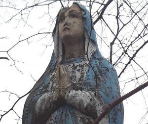 Figura Matki Boskiej Różańcowej przy ulicy Ceramicznej