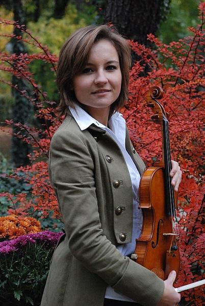 Maria Macchowska fot.Zofia Dramińska, zdjęcie zestrony skrzypaczki