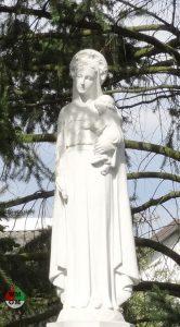 Figura Matki Bożej zDzieciątkiem uSióstr Urszulanek
